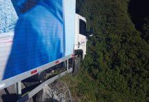 Caminhão em acidente na Serra do Rio do Rastro