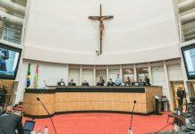 Debutados votando a reforma da previdência estadual na Alesc